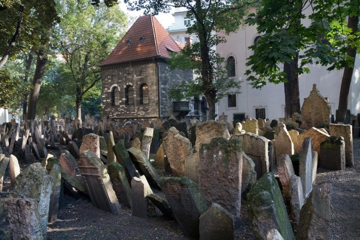 old-jewish-cemetery-in-prague